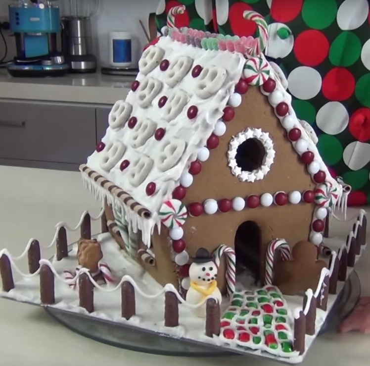 Decorate your gingerbread house make your own - Decorate your own house ...